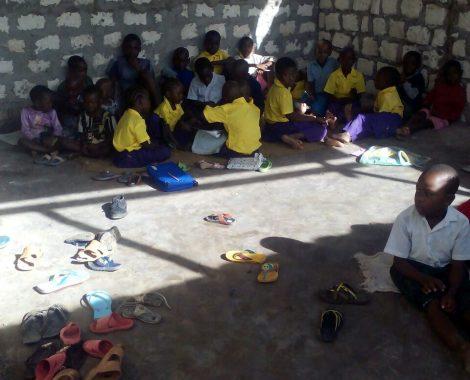 14 giugno - i primi bambini a scuola