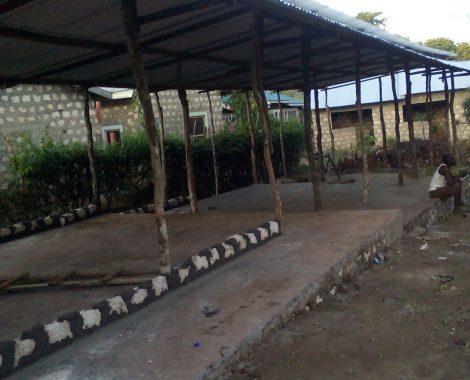 5 aprile - iniziamo a costruire le pareti delle aule